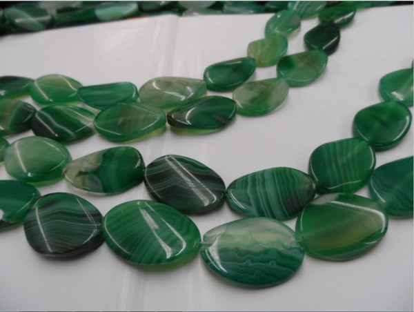 They say that green agate was valued by Alexander of Macedon, considering him a protector of the conquerors,   pioneers